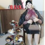 Reserl mit Kuchenetagere-67ad92ee